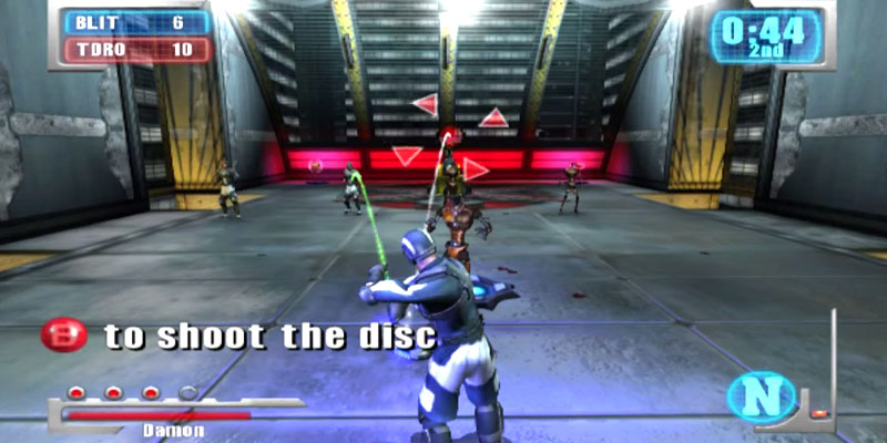 Deathrow Xbox gameplay screenshot showing an futuristic athlete throwing a glowing disc